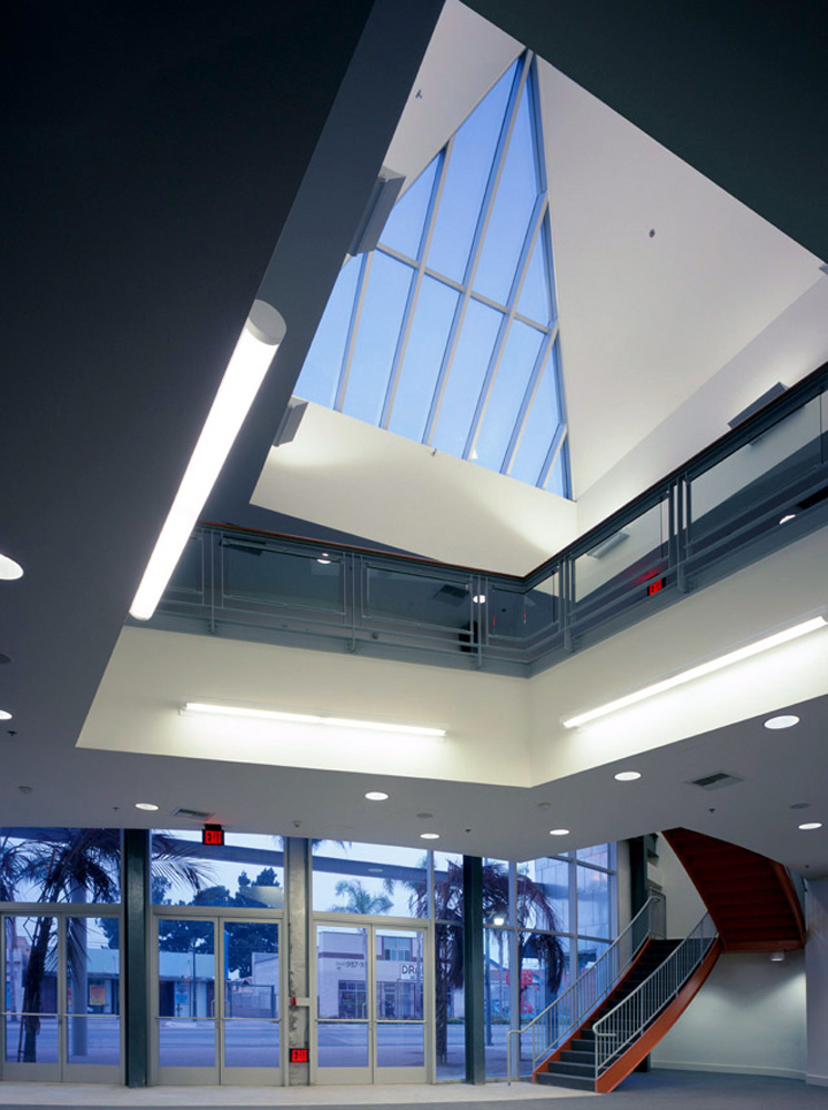 Nate-Holden-Performing-Arts-Center-5-Lobby