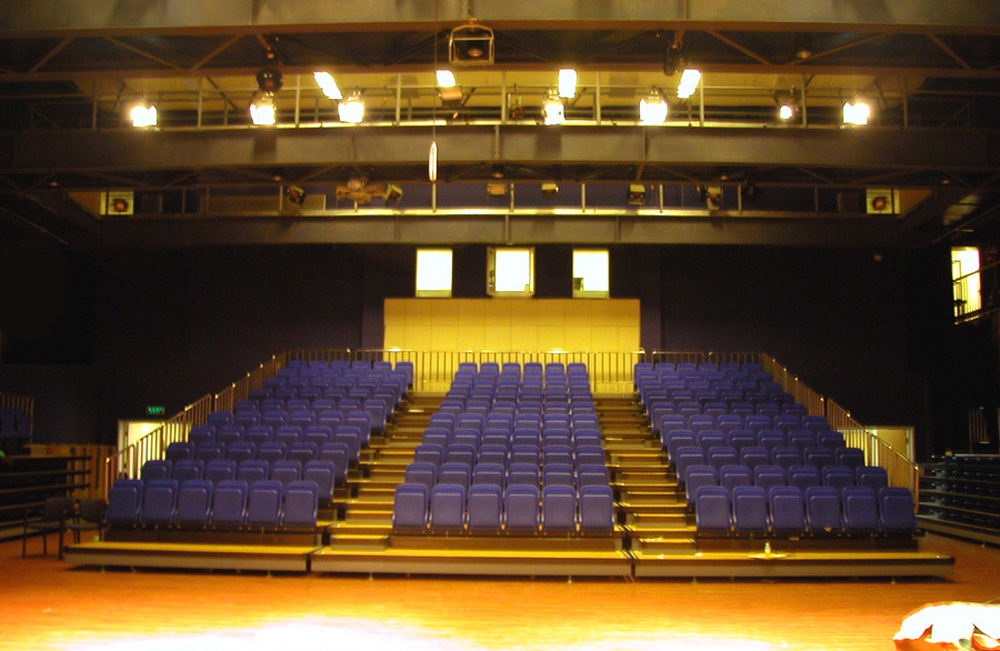 Western-Academy-of-Beijing-10-Flexible-Theatre-Seating1