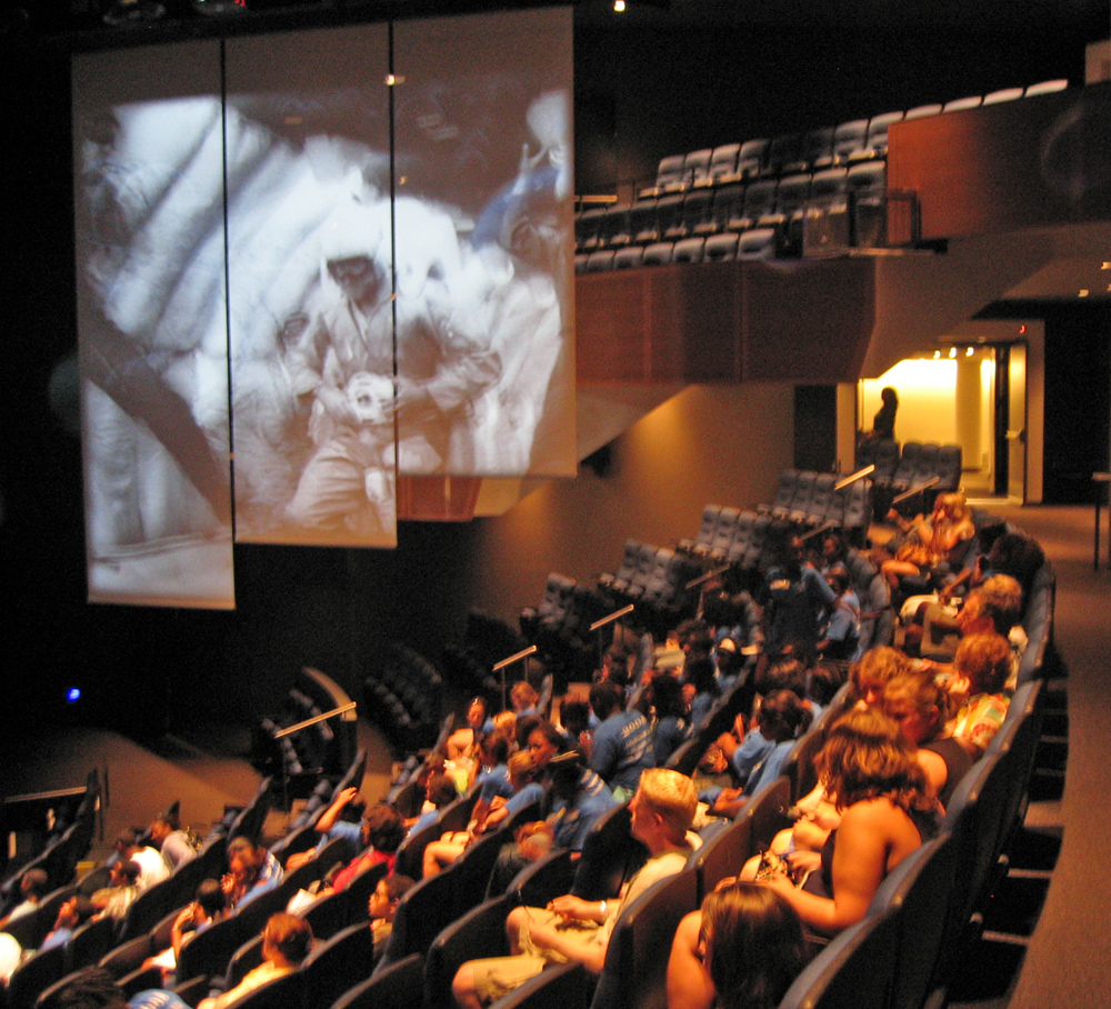 Newseum-Theatre-2-Interior